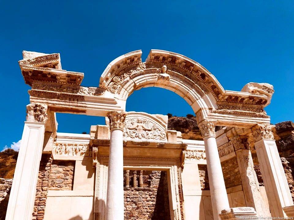 Efes Hadrian Tapınağı